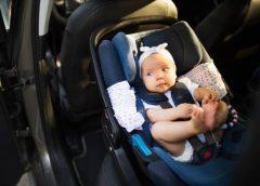 Як правильно пристебнути дитину в автокріслі?